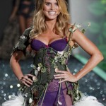 victoria_secret_fashion_show_2009_heidi_klum_2