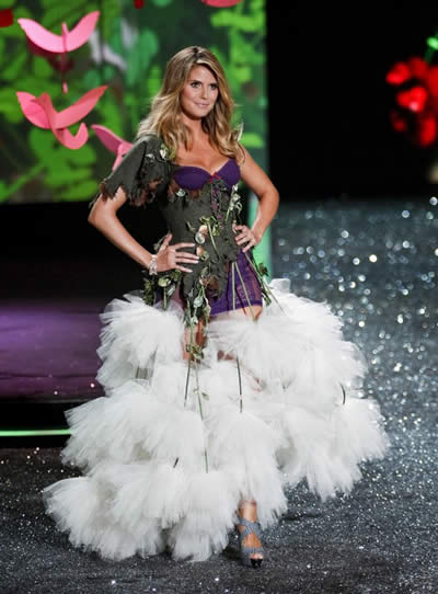 victoria_secret_fashion_show_2009_heidi_klum_3