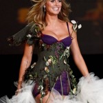 victoria_secret_fashion_show_2009_heidi_klum_4