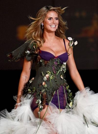 victoria_secret_fashion_show_2009_heidi_klum_4