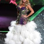 victoria_secret_fashion_show_2009_heidi_klum_5