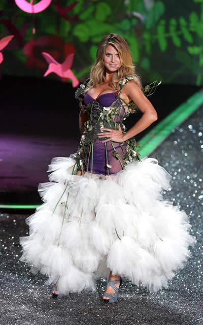 victoria_secret_fashion_show_2009_heidi_klum_5