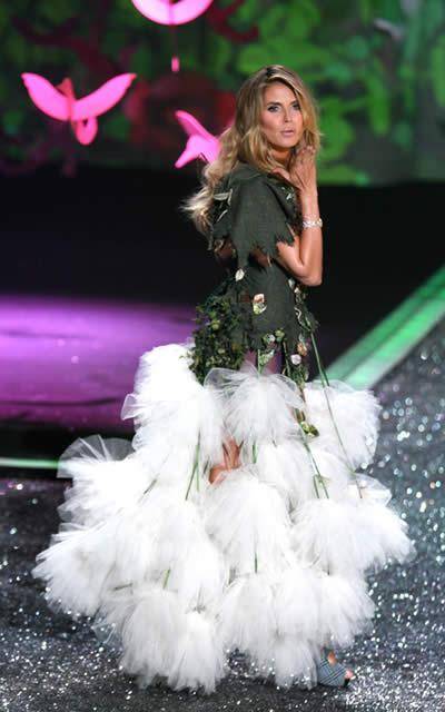 victoria_secret_fashion_show_2009_heidi_klum_6