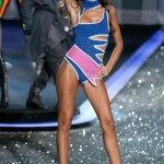 victoria_secret_fashion_show_2009_isabel_goulart_2
