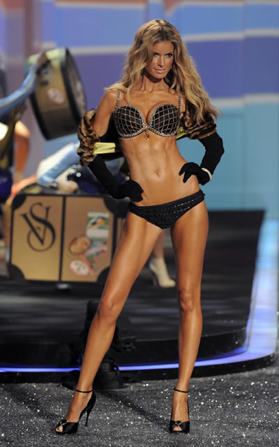 victoria_secret_fashion_show_2009_marissa_miller