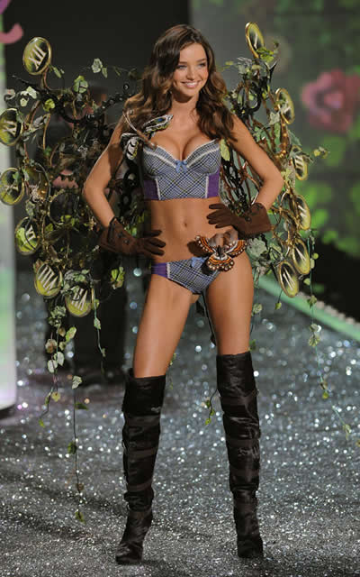 victoria_secret_fashion_show_2009_miranda_kerr_3