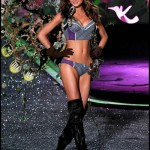 victoria_secret_fashion_show_2009_miranda_kerr_5