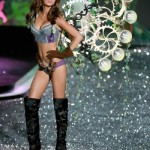 victoria_secret_fashion_show_2009_miranda_kerr_6