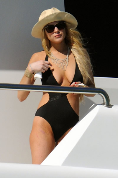 lindsay_lohan_bikini_negro