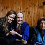 Angelina_Jolie_Brad_Pitt_visitan_Bosnia_6