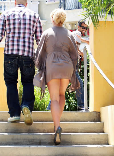 Britney_nuevo_tatuaje_upskirt_5