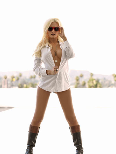 Holly Madison topless revista UFC 5