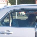 Justin Bieber besando a una chica en un auto 3
