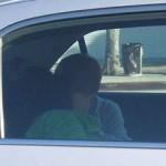 Justin Bieber besando a una chica en un auto port