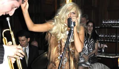 Lada Gaga vestido de cabello port