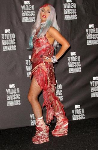 MTV 2010 Lady Gaga vestido de carne 3