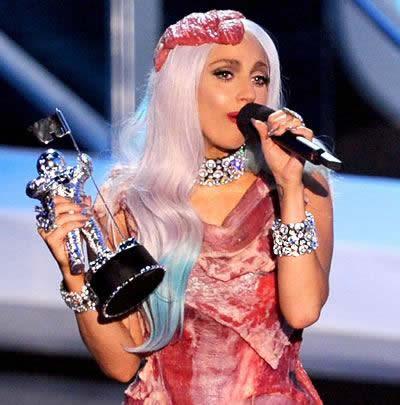 MTV 2010 Lady Gaga vestido de carne 4