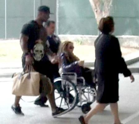 Mariah Carey en silla de ruedas