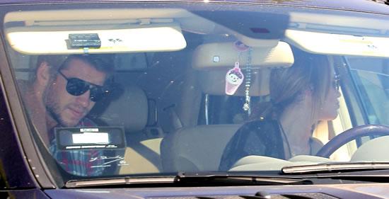 Miley Cyrus volvio con su novio 2